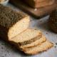 Pão de forma de ervas fatiado