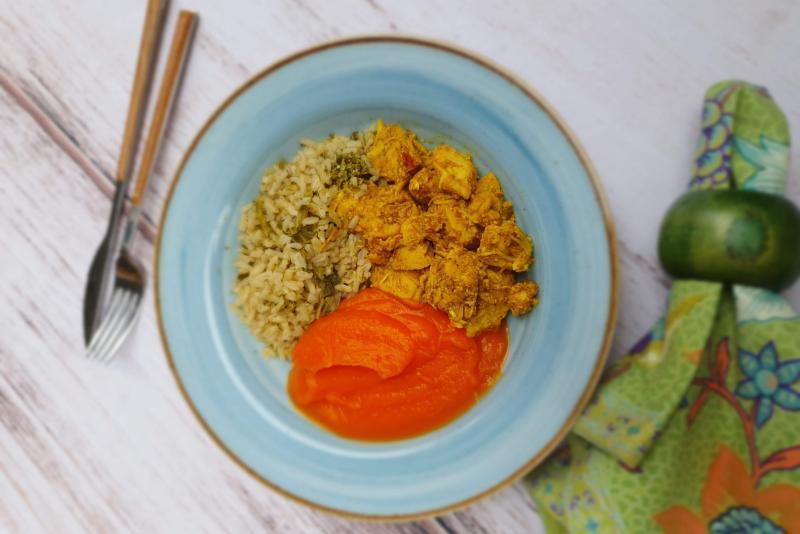 Frango ao curry + purê de batata doce + arroz integral de brócolis