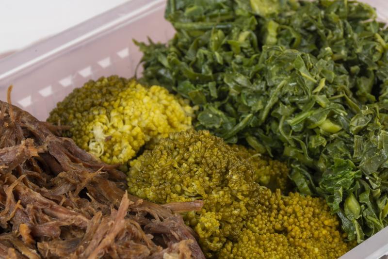 Carne assada desfiada (120g) + couve + brócolis